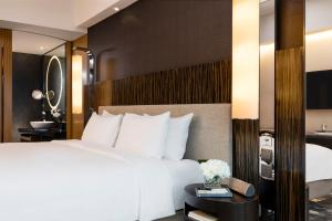 Club 36 King or Twin Room with Harbour View