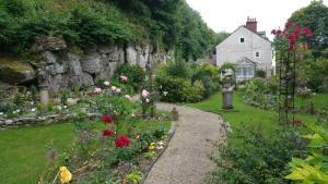 Cascades Gardens, Bed & Breakfasts  Matlock - big - 29