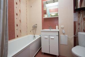 Apartments Etazhi na Kosmonavtov, Appartamenti  Ekaterinburg - big - 3