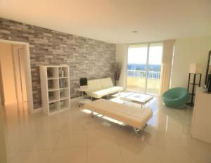 Apartment with Balcony 2309
