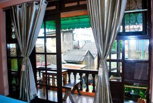 Triple Room with Balcony Share bath room