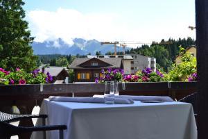 Hotel-Restaurant Bellevue, Hotely  Flims - big - 40