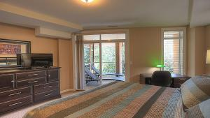 Discovery Bay Resort by kelownacondorentals, Apartments  Kelowna - big - 32