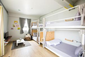 Superior Private Bunkbed  with shared Bathroom