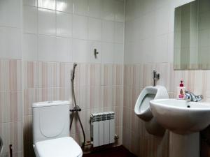 Hotel Baden Baden, Hotels  Volzhskiy - big - 47
