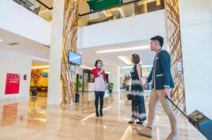 Grand Clarion Kendari, Hotely  Kendari - big - 38