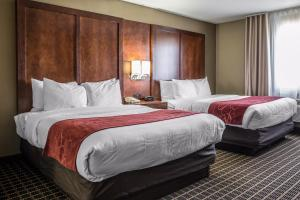 Queen Suite with Two Queen Beds - Non-Smoking/SofaBed