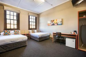Economy Twin Double Room with Shared Bathroom