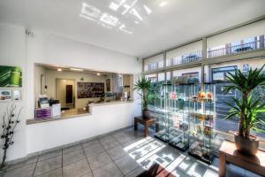 Zénitude Hôtel-Résidences l'Acacia Lourdes, Aparthotels  Lourdes - big - 20