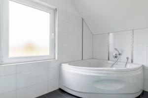 Private House Best Hain (5553), Holiday homes  Hannover - big - 18
