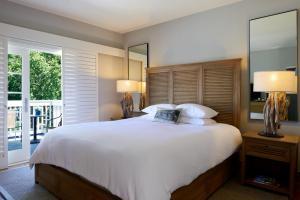 Номер с кроватью размера «king-size» и видом на Плазу