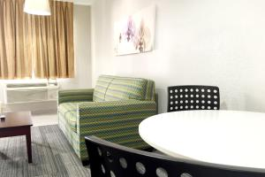 Club King Suite with Sofa Bed - Non-Smoking