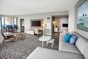 Corner Suite with Balcony - Oceanfront