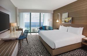 Deluxe King Room with Balcony - Oceanfront