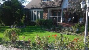 A Wildwood Rose Vacation Rental, Villas  Kelowna - big - 1