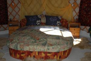 Almond Grove Yurt Hotel, Zelt-Lodges  Ábrahámhegy - big - 48