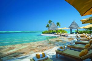 Four Seasons Resort Maldives at Kuda Huraa, Мале
