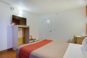 Deluxe Queen Room – Disability Access with Roll-in Shower