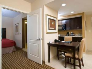 2 Queen Beds One-Bedroom Suite - Non-Smoking
