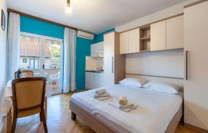 Apartments and Rooms Dobrila