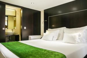 Mini Double Room with Interior View