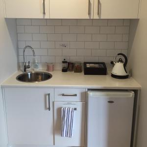 Kiwi House Waiheke, Bed & Breakfast  Oneroa - big - 20