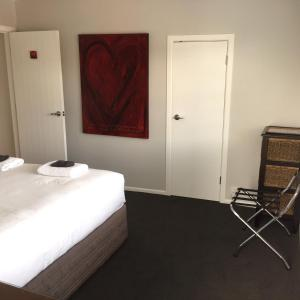 Kiwi House Waiheke, Bed & Breakfast  Oneroa - big - 17