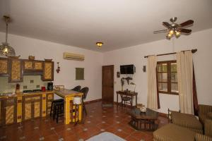 Studio Cilantro by Villa Santo Niño, Apartments  Loreto - big - 13