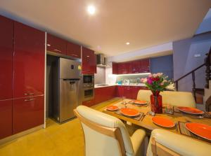 Luxury Town House in the Heart of the Old City, Ferienhäuser  Chiang Mai - big - 7
