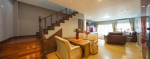 Luxury Town House in the Heart of the Old City, Ferienhäuser  Chiang Mai - big - 9