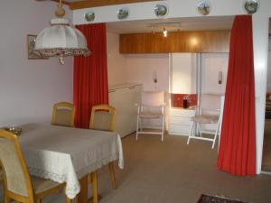 Alpen-Fewo, Residenza Quadra 115, Appartamenti  Flims - big - 1