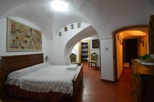 B&B Borgo Saraceno, Bed and Breakfasts  Borgio Verezzi - big - 1