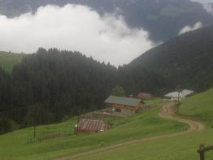 Azra Dağ Evi̇, Alpesi faházak  Güzelce - big - 2