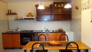 Villa Panoramica Belvedere, Apartmanok  Scontrone - big - 26