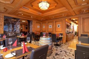 Hotel Couronne Superior, Hotel  Zermatt - big - 53