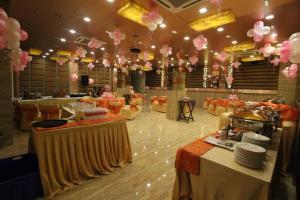 Hotel Golden Grand, Hotels  New Delhi - big - 45