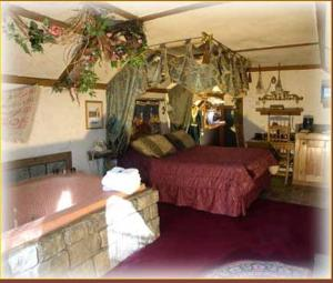 Castle Wood Theme Cottages- COUPLES ONLY, Hotels  Big Bear Lake - big - 4