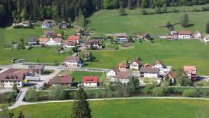 Haus am Wald, Apartmány  Baiersbronn - big - 44