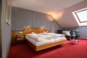 Hotel-Restaurant Vinothek Lamm, Hotel  Bad Herrenalb - big - 3