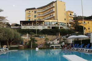 Hotel Za Maria, Hotel  Santo Stefano di Camastra - big - 152