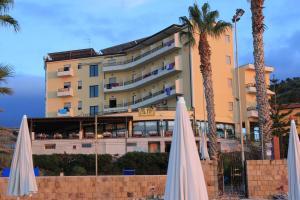 Hotel Za Maria, Hotel  Santo Stefano di Camastra - big - 76