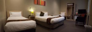 Habitación Familiar (3 adultos) - 1 cama doble y 2 individuales
