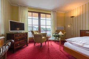 Hotel-Restaurant Vinothek Lamm, Hotel  Bad Herrenalb - big - 8