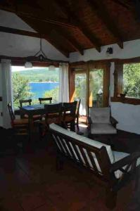 Bungalow with Lake Access