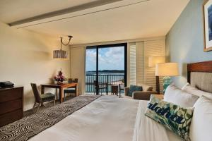 Deluxe King Room with Ocean View - Disability Access
