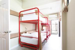 Dormitory Room (6 Adults) with Shared Bathroom