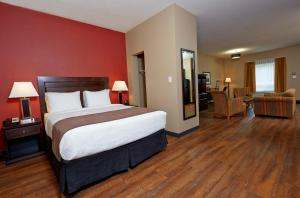 Queen Room with Kitchenette - Pet Friendly