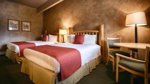 """Люкс с 2 кроватями размера """"queen-size"""" и диваном-кроватью - Для некурящих"""