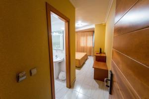 Hotel Dinajan, Hotels  Villanueva de Arosa - big - 9