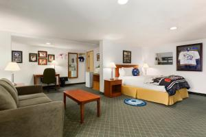 Room with Queen Bed and Bunk Beds (Hockey Theme)